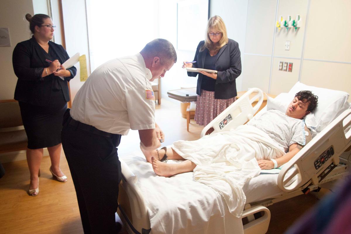 Douglas foi interrogado no hospital FOTO: Lowell Sun