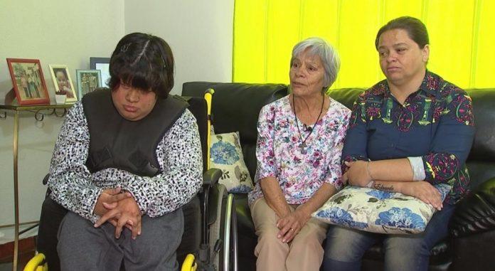 Família relata humilhação em porta de loja