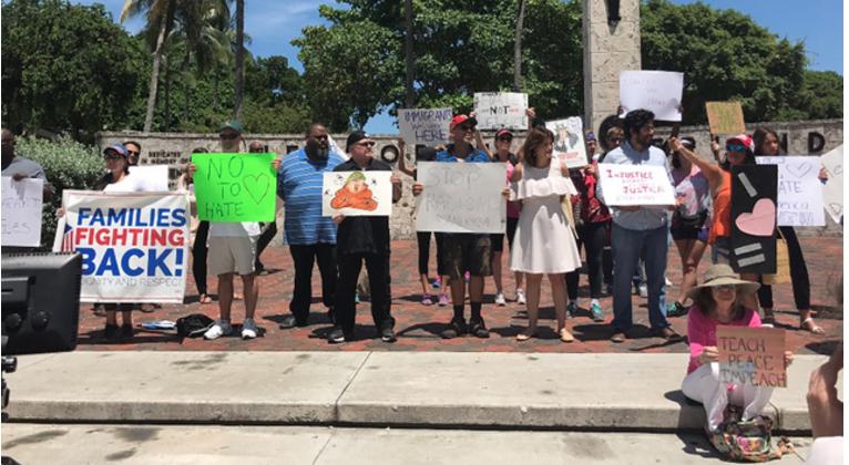 Manifestantes protestaram contra a visita de Sessions