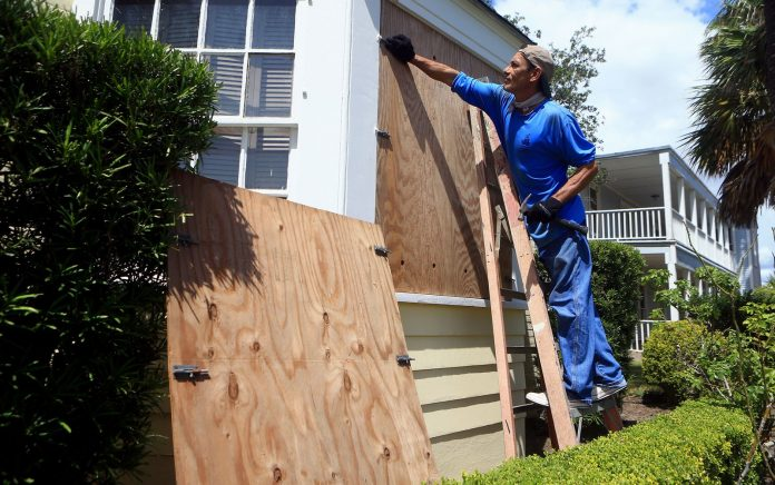 Morador coloca proteção nas janelas-