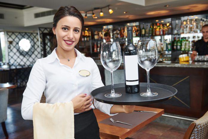 Setor de restaurantes foi um dos que mais gerou trabalhos em julho