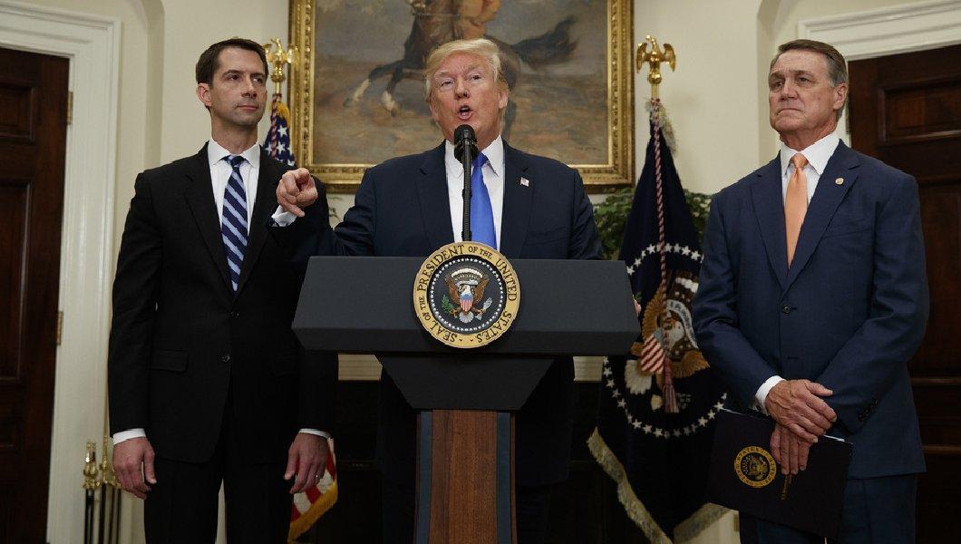 Trump quer dar pontos aos imigrantes
