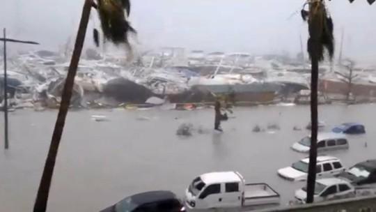 Furacão volta à categoria 4 ao aproximar-se da Florida