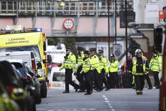 Explosão em metrô de Londres deixa feridos