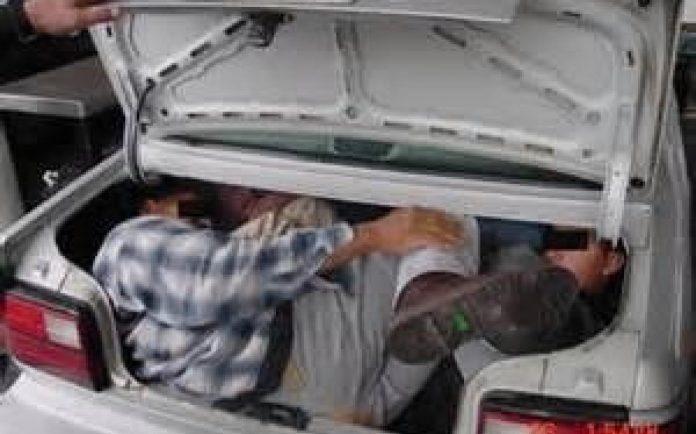 Imigrantes estavam escondidos no porta-malas do veículo