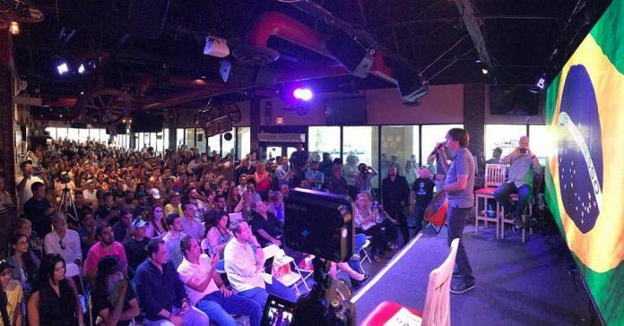 Bolsonaro falou para uma plateia lotada no Padano em Deerfield Beach