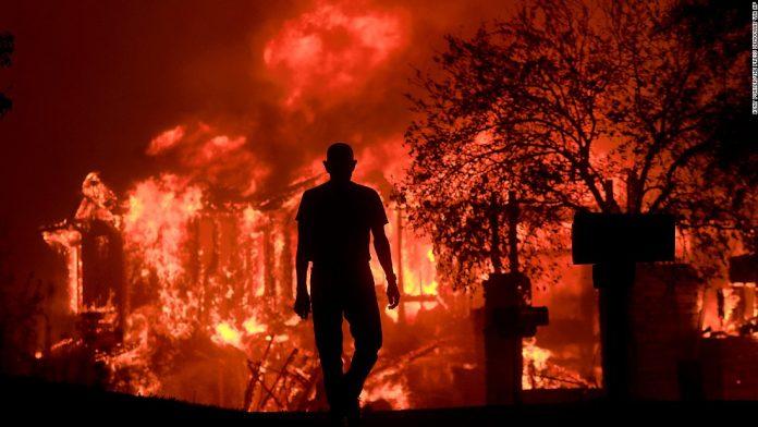 Incêndio na Califórnia mata pelo menos 11 FOTO AP
