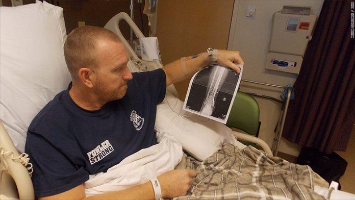 Kurt Fowler está preocupado com a conta do hospital depois de ser vítima de tiroteio em Las Vegas