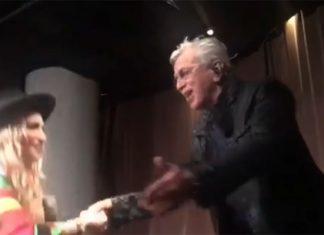 Madonna fica de joelhos para Caetano