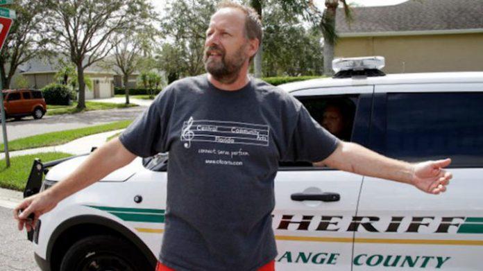 Bruce Paddock, de 59 anos, foi preso por uma queixa crime de 20 casos, de acordo com um comunicado da polícia