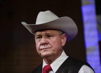 Roy Moore está sendo acusado de assédio sexual