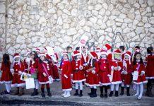 Crianças fantasiadas para a festa de Natal de Nazaré em 2015