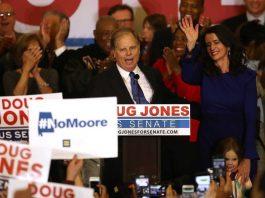 Doug Jones venceu a disputa por uma vaga no Senado pelo Alabama