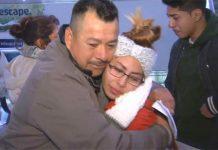 Oscar Campos se despede da filha no aerporto (Foto: NBC)