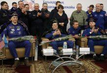 Paolo Nespoli, Sergey Riazanski e Randy Bresnik pousaram no Cazaquistão (AFP)