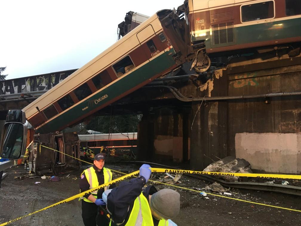EUA: Descarrilamento de comboio provoca número indeterminado de vítimas