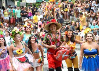 Blocos participam do carnaval do Rio de Janeiro, no centro da cidade (Foto: Fernando Frazão/Agência Brasil)