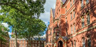The Harvard University em Cambridge, MA (Foto: Adobe Stock)