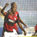Lucas Silva e Wendel comemoram o gol do título marcado pelo atacante na vitória sobre o São Paulo
