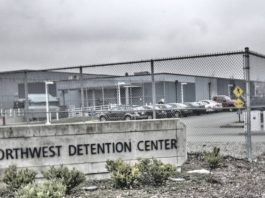 Northwest Detention Center onde a brasileira está presa
