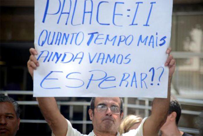 Após 20 anos do desabamento do Edifício Palace 2, vítimas protestam (Foto: Tomaz Silva/Agência Brasil)