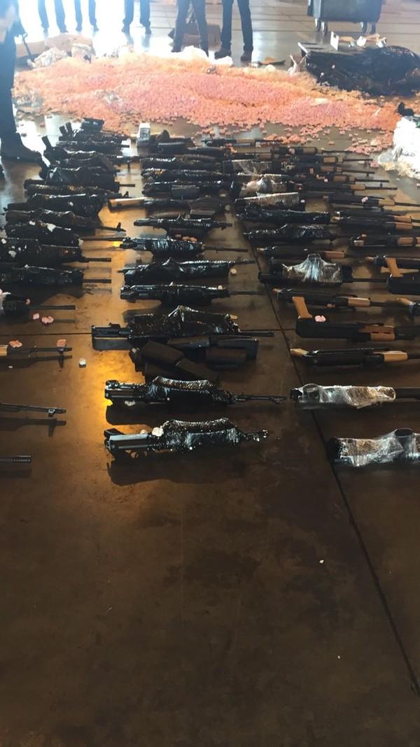 Armas que teriam sido enviadas ao Brasil por Frederick Barbieri
