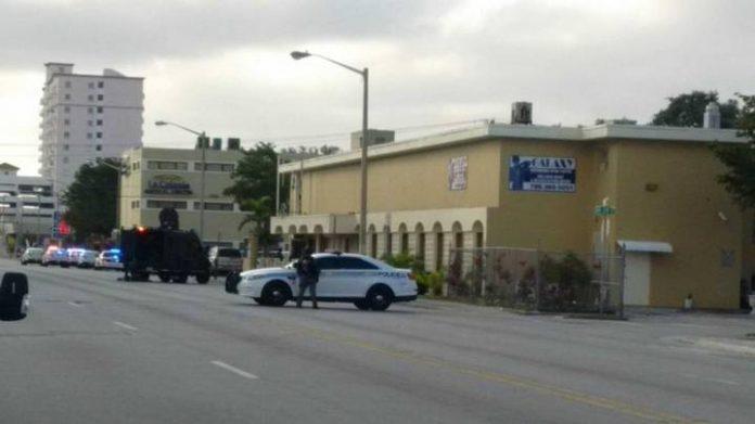 Local foi cercado pela polícia FOTO Miami Herald