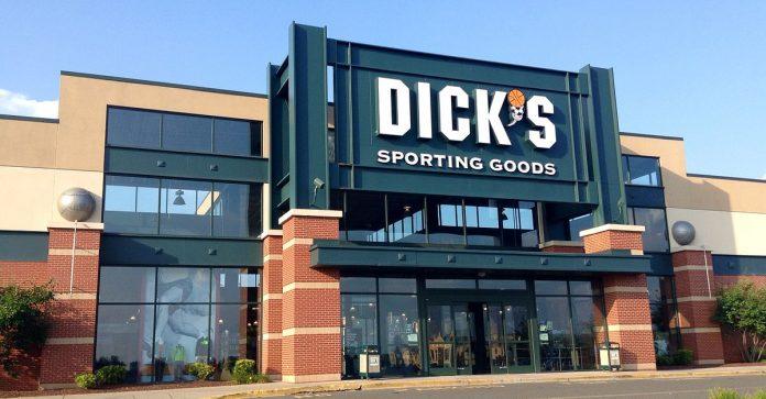 Nikolas teria comprado a arma na Dick's_Sporting_Goods