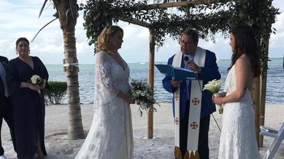Professora foi demitida de escola após casamento