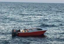 Barco foi interceptado na praia de Jupiter FOTO: Guarda Costeira
