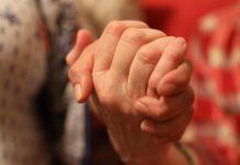 Judia e mexicana apertam as mãos em apartamento alugado para proteger a família FOTO CNN