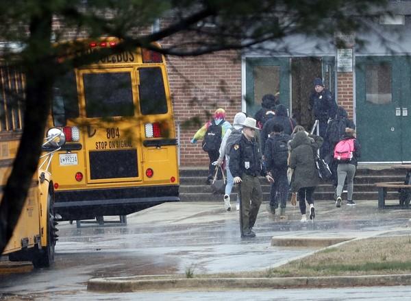 Novo tiroteio em escola secundária nos EUA provoca três feridos