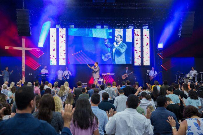 Um culto muito especial foi celebrado pelo com pastor Davila