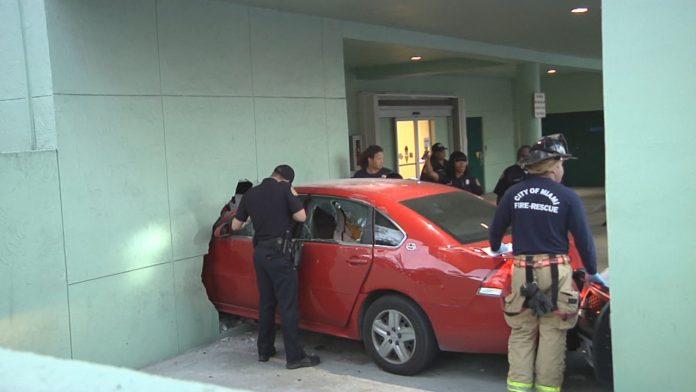 Motorista teria entrado intencionalmente em posto policial
