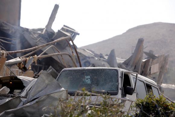 Centro de pesquisa científica destruído pelos bombardeios realizados na noite de ontem por Estados Unidos, Reino Unido e França FOTO Reuters Omar Sanadiki