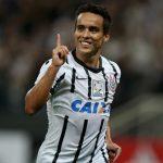 Jadson marcou o gol da vitória corintiana sobre o Independiente na Argentina