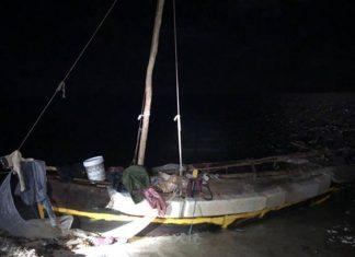 Barco precário chegou às Flórida Keys nesta madrugada