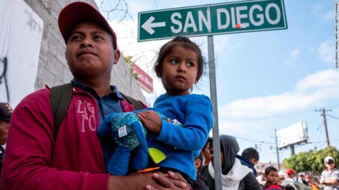 Migrantes da América Central buscam asilo nos EUA FOTO CNN