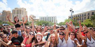 O SunFest acontece desde 1982 e atrai mais de 175.000 visitantes vindos de todas partes do país e do exterior