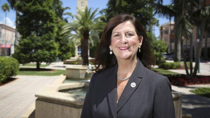 Susan Hynie, prefeita de Boca Raton, foi presa FOTO Bruce Bennett The Palm Beach Post