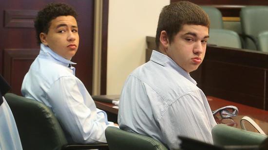 Jesse Sutherland e Simeon Hall foram condenados pela morte do brasileiro em outubro de 2016, mas cumprirão pena em sistema juvenil