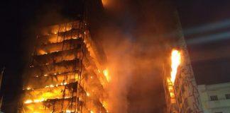 Prédio abandonado do governo federal pegou fogo e desabou