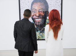 Quadros de Pelé, de autoria de Vik Muniz, estão expostos no PAMM