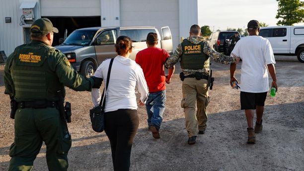 Agentes do ICE prenderam 114 pessoas em empresa de Ohio
