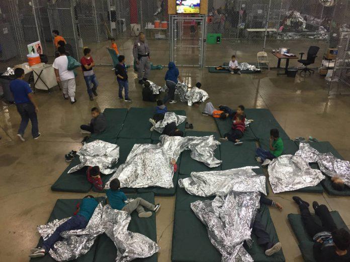 Imagem da REUTERS de unidade prisional para onde as crianças estão sendo levadas no Texas