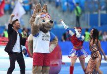 Cantor Robbie Williams se apresenta em cerimonia de abertura da Copa da Rússia de 2018