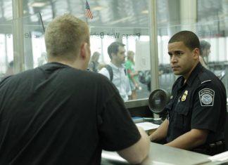 Gilmar Silva Pinheiro e Darci Machado Gontijo tentaram embarcar num voo doméstico do Aeroporto Internacional Luís Muñoz Marin com destino a Charlotte (NC)