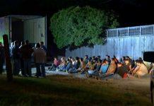 Mais de 50 pessoas, entre elas brasileiros, foram presos em caminhão tentando chegar aos EUA