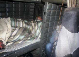 Seis imigrantes foram encontrados em cabine de caminhão
