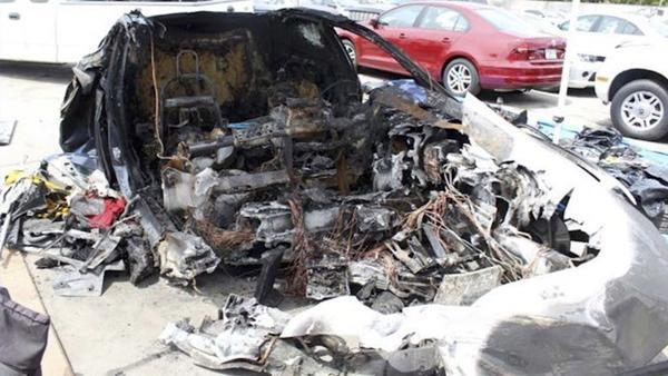 Veículo ficou completamente destruído no acidente